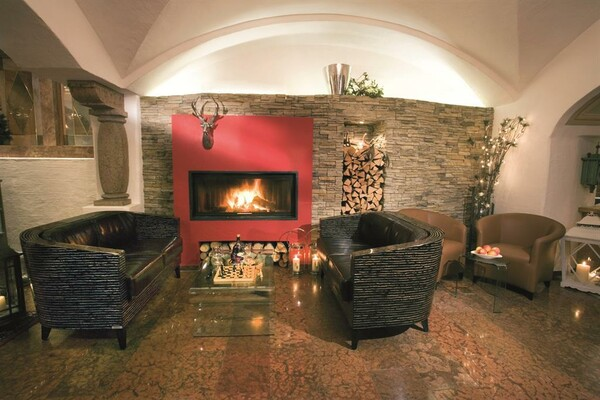 Lounge with open fireplace at Berghof | © Verwöhnhotel Berghof