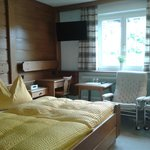 Photo of double room with shower, WC, TV