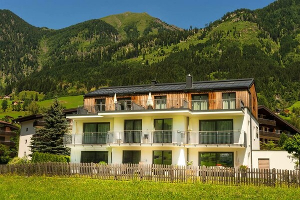 Fuchs-Apartments-Bad-Hofgastein-Ansicht-Sommer