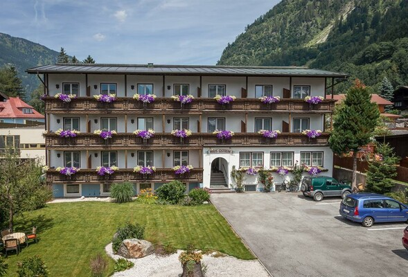 Pension-Gstrein-Bad-Hofgastein-Haus-Sommer-min