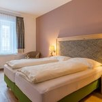 Photo of Fam.-Spass Geisterbe, Double room, shower, toilet | © Hotel Post Walter