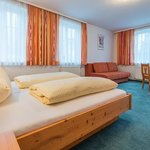 Photo of Fam.-Spass Geisterbe, Shared room, shower, toilet, modern conveniences | © Hotel Post Walter