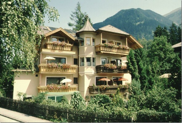 Tiefland-Appartement-Bad-Hofgastein-Haus-Sommer
