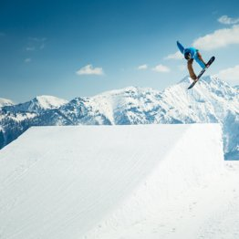 Freestyle skiing and snowboarding in the snowparks of Ski amadé